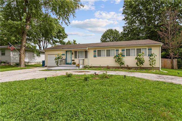 1004 NE Cowden Drive, Gladstone, MO 64118 (#2234173) :: Ron Henderson & Associates
