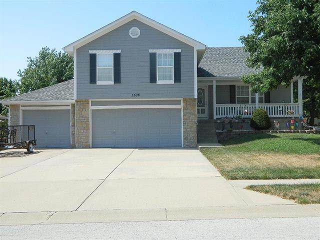 1708 Overbrook Lane, Raymore, MO 64083 (#2234193) :: Austin Home Team
