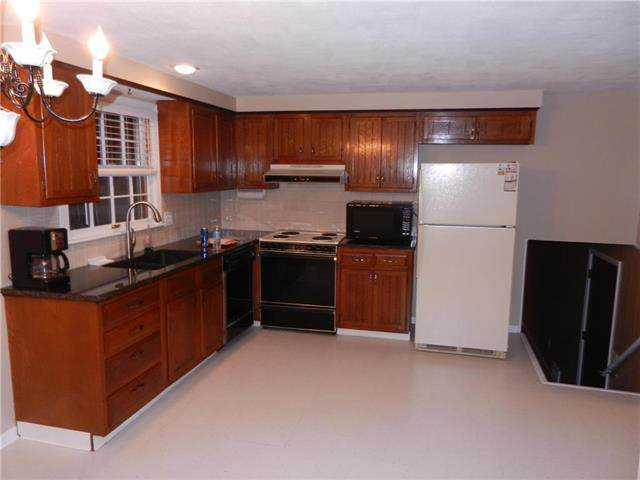 11008 W 91st Street, Overland Park, KS 66214 (#2234265) :: Austin Home Team