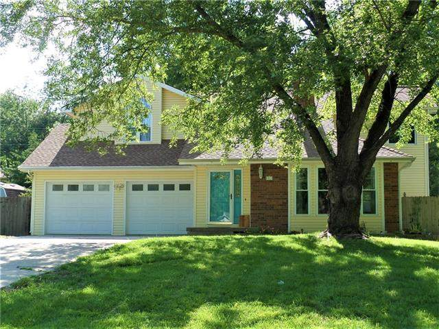 326 Oakhill Drive, Lansing, KS 66043 (#2234359) :: The Kedish Group at Keller Williams Realty