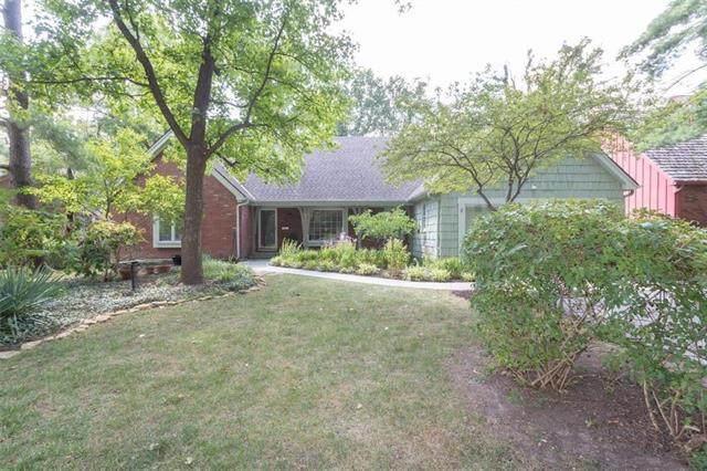 9932 Roe Avenue, Overland Park, KS 66207 (#2234394) :: Dani Beyer Real Estate