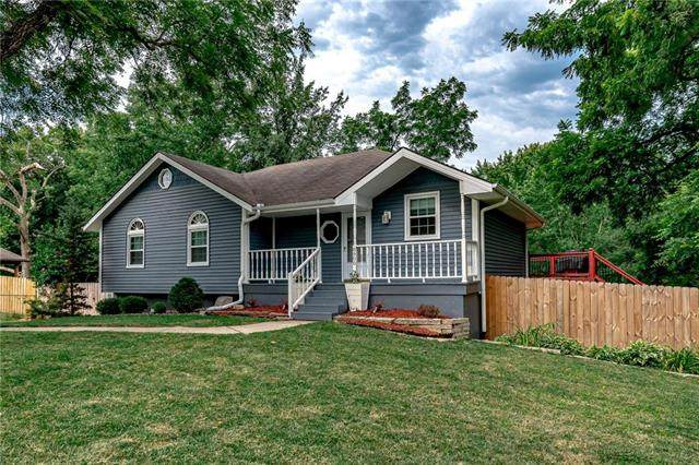 8900 N Forest Avenue, Kansas City, MO 64155 (#2234396) :: Dani Beyer Real Estate
