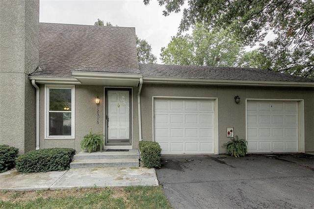 12315 W 107th Terrace, Overland Park, KS 66210 (#2234439) :: House of Couse Group