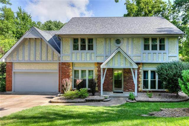 4003 NW Claymont Drive, Kansas City, MO 64116 (#2234449) :: Austin Home Team