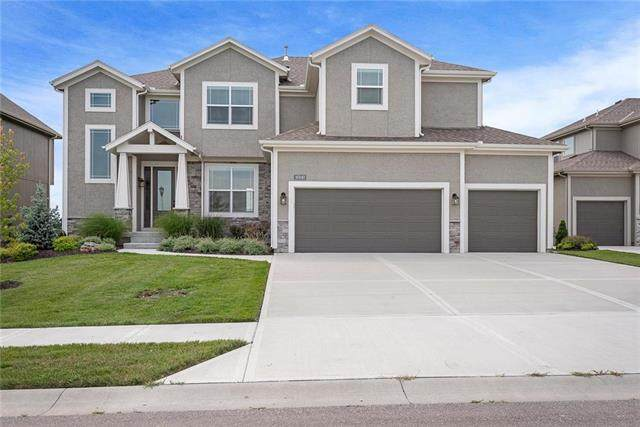 16940 S Hunter Street, Olathe, KS 66062 (#2234463) :: Austin Home Team