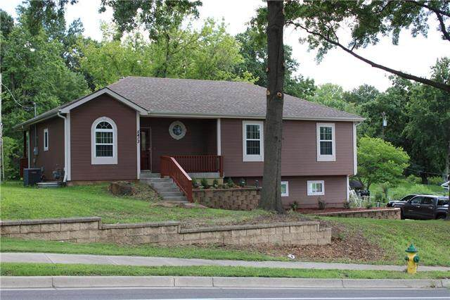 5413 N Broadway Avenue, Gladstone, MO 64118 (#2234540) :: Austin Home Team