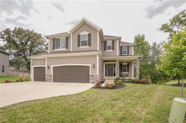 1017 SE Forest Ridge Court, Blue Springs, MO 64014 (#2234653) :: Edie Waters Network