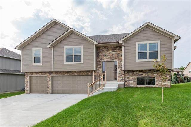 1309 NW Crestwood Drive, Grain Valley, MO 64029 (#2234715) :: Ron Henderson & Associates