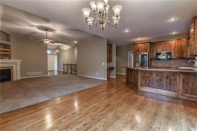 1337 NE Kenwood Drive, Lee's Summit, MO 64064 (#2234716) :: Dani Beyer Real Estate