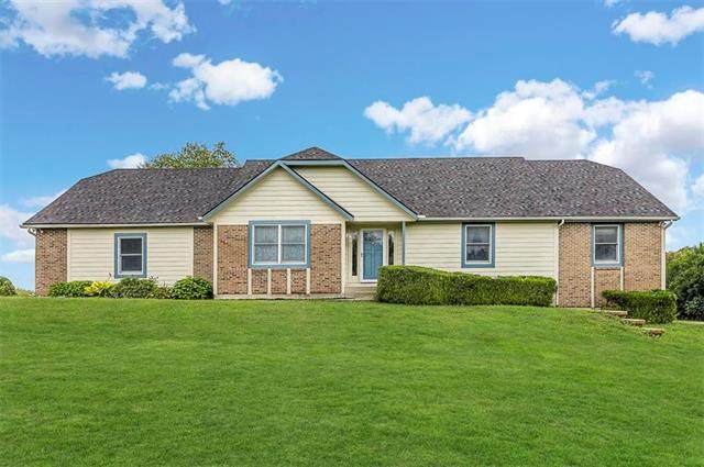 4540 W 260Th Terrace, Louisburg, KS 66053 (#2234724) :: The Shannon Lyon Group - ReeceNichols