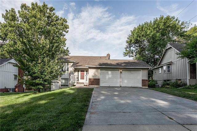 9904 Taylor Drive, Overland Park, KS 66212 (#2234846) :: House of Couse Group