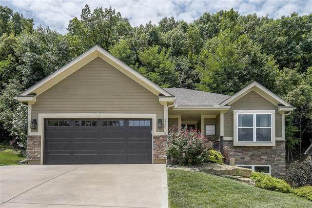 5730 NW Michael's Cove Street, Parkville, MO 64152 (#2235066) :: The Shannon Lyon Group - ReeceNichols