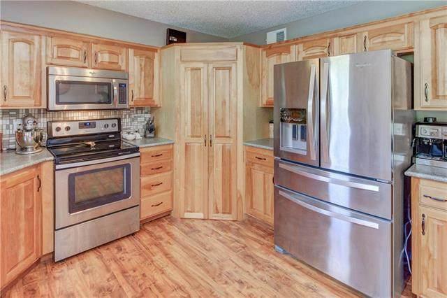 2105 S Shale Ridge Drive, Oak Grove, MO 64075 (#2235108) :: Kedish Realty Group at Keller Williams Realty
