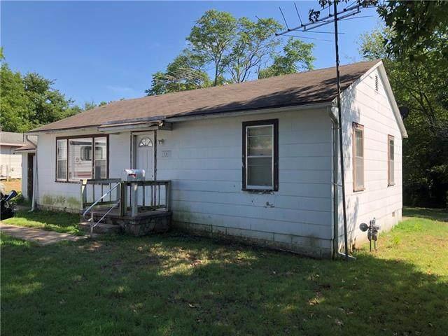 120 W Pine Street, El Dorado Springs, MO 64744 (#2235348) :: Five-Star Homes