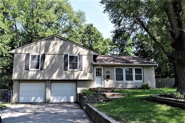 6005 E Richard Drive, Shawnee, KS 66216 (#2235350) :: Eric Craig Real Estate Team