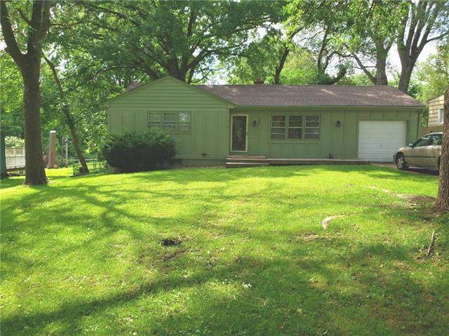6004 Harris Avenue, Raytown, MO 64133 (#2235575) :: Dani Beyer Real Estate