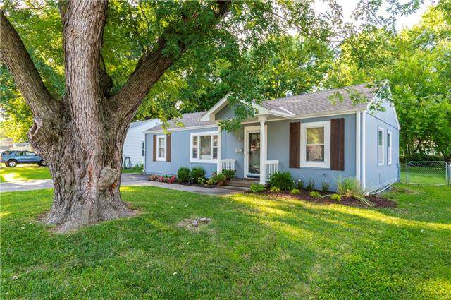 11418 W 70TH Street, Shawnee, KS 66203 (#2235740) :: House of Couse Group