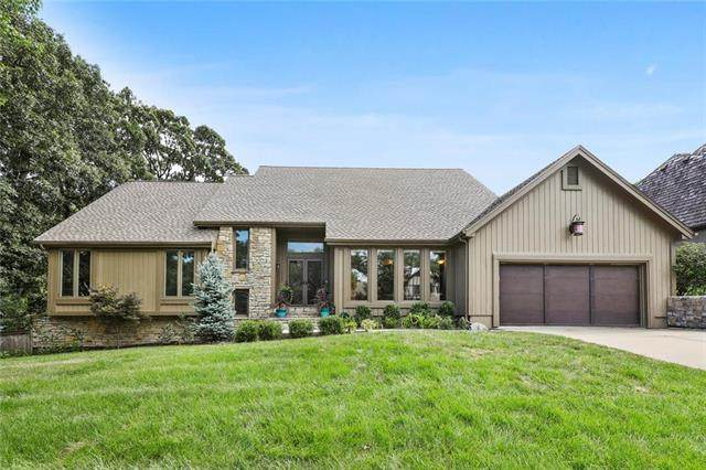 4005 W 110th Street, Leawood, KS 66211 (#2235860) :: House of Couse Group
