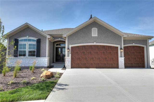 4261 Lakeshore Drive, Basehor, KS 66007 (#2235930) :: The Shannon Lyon Group - ReeceNichols