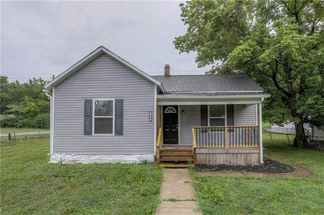 220 N Campbell Street, Pleasant Hill, MO 64080 (#2235987) :: Austin Home Team