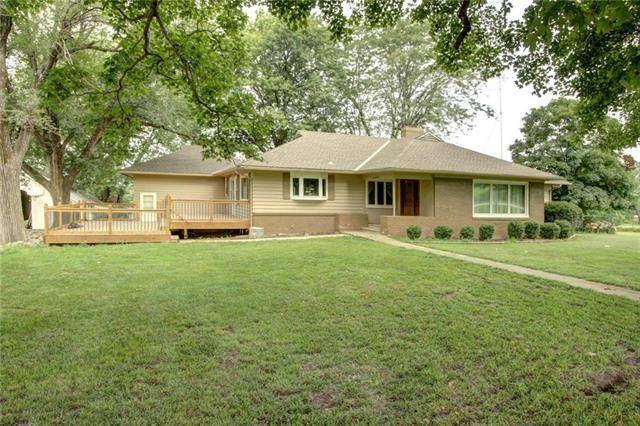 25720 Somerset Road, Paola, KS 66071 (#2235996) :: Dani Beyer Real Estate