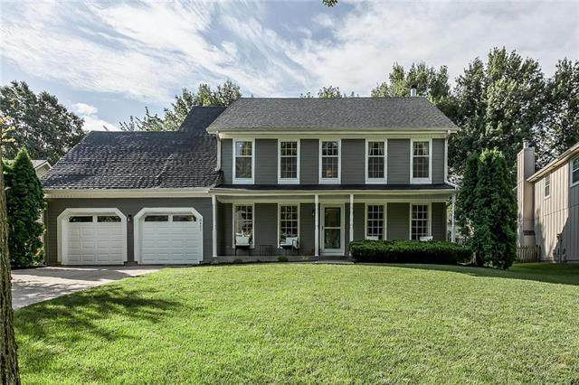 8421 Greenwood Circle, Lenexa, KS 66215 (#2236015) :: House of Couse Group