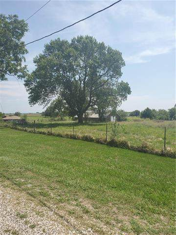 27609 Woodland Road, Paola, KS 66071 (#2236044) :: Jessup Homes Real Estate | RE/MAX Infinity