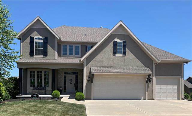 121 NW Whitman Drive, Lee's Summit, MO 64081 (#2236074) :: House of Couse Group