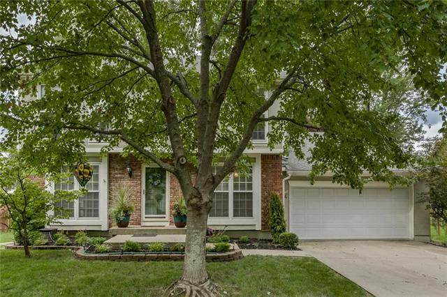 14619 Brentwood Drive, Lenexa, KS 66215 (#2236080) :: House of Couse Group