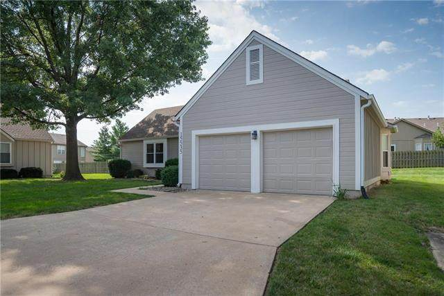 15535 Marty Street, Overland Park, KS 66223 (#2236094) :: House of Couse Group