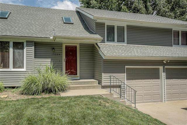 15324 W 80th Place, Lenexa, KS 66219 (#2236295) :: House of Couse Group