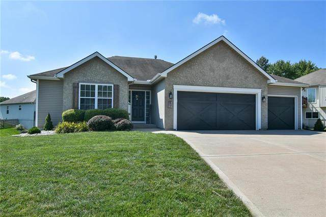 17 NW 90th Terrace, Kansas City, MO 64155 (#2236557) :: Dani Beyer Real Estate