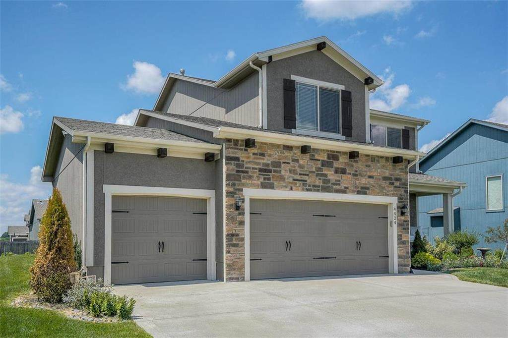 4424 SW Lodestone Drive, Lee's Summit, MO 64082 (#2236817) :: Jessup Homes Real Estate | RE/MAX Infinity