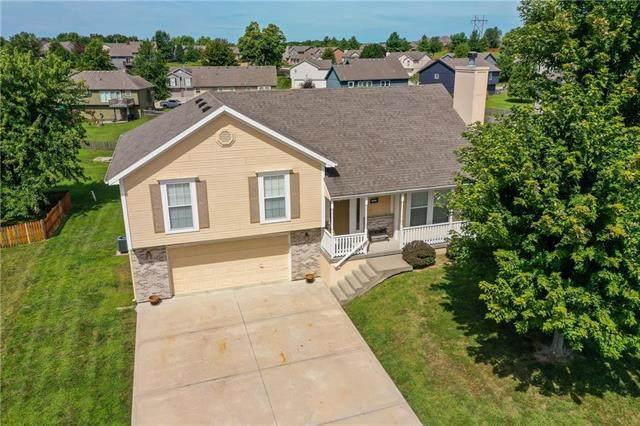 10306 N Elmwood Court, Kansas City, MO 64156 (#2238380) :: Ron Henderson & Associates