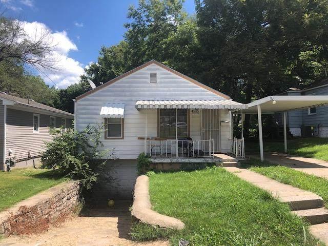4525 Askew Avenue, Kansas City, MO 64130 (#2238388) :: Austin Home Team