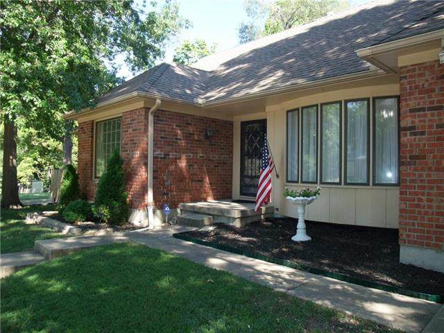 10612 E 56th Terrace, Raytown, MO 64133 (#2238767) :: Jessup Homes Real Estate   RE/MAX Infinity