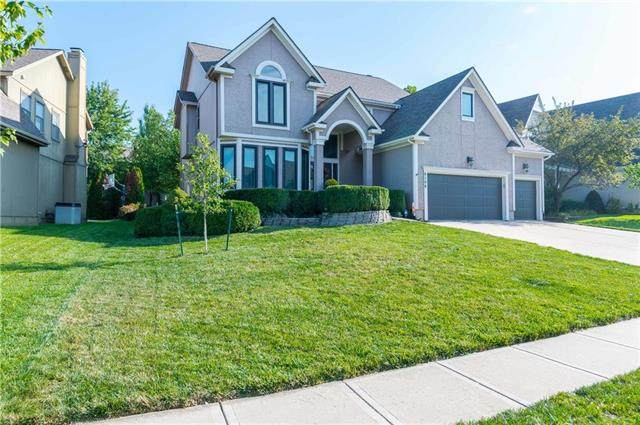 8100 W 131ST Place, Overland Park, KS 66213 (#2238899) :: The Gunselman Team