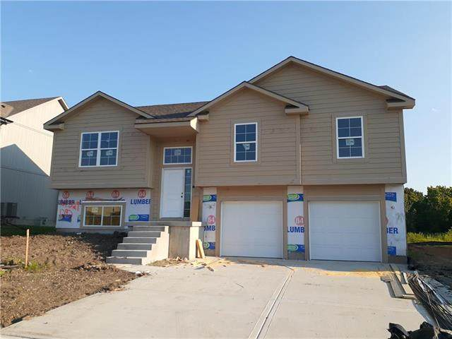 1292 NW Hickorywood Court, Grain Valley, MO 64029 (#2238951) :: Ron Henderson & Associates