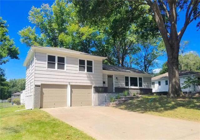 10232 Outlook Drive, Overland Park, KS 66207 (#2239315) :: Jessup Homes Real Estate | RE/MAX Infinity