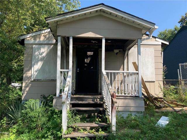 5630 E 29th Terrace, Kansas City, MO 64128 (#2239379) :: House of Couse Group