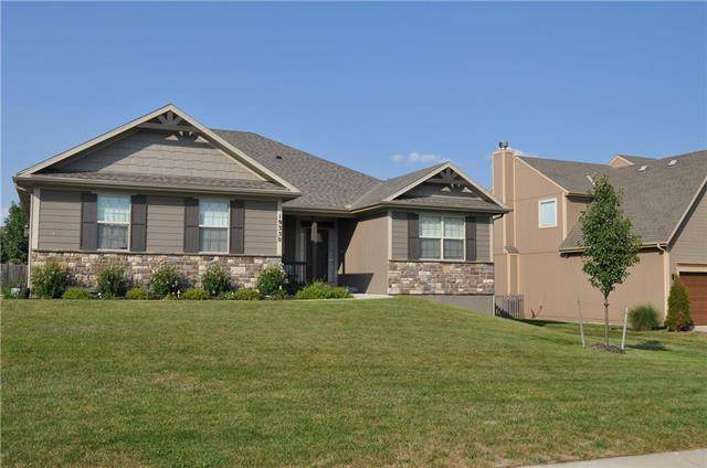 19350 W 209th Terrace, Spring Hill, KS 66083 (#2239454) :: The Gunselman Team