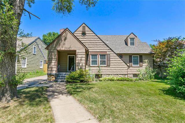 2518 W 50th Place, Westwood, KS 66205 (#2239477) :: Edie Waters Network