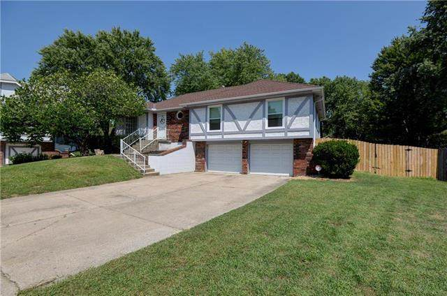 2404 NW Roanoke Court, Blue Springs, MO 64015 (#2239491) :: Ron Henderson & Associates