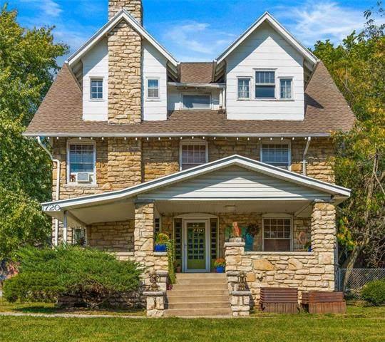 1720 E 75TH Terrace, Kansas City, MO 64131 (#2239796) :: Ron Henderson & Associates