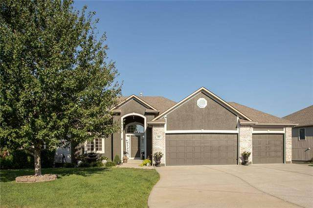 1610 NW Hedgewood Drive, Grain Valley, MO 64029 (#2240149) :: Edie Waters Network