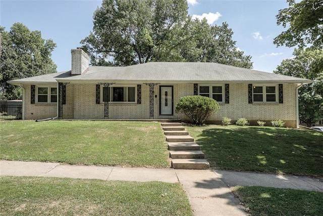 2203 N 82nd Terrace, Kansas City, KS 66109 (#2240153) :: The Gunselman Team