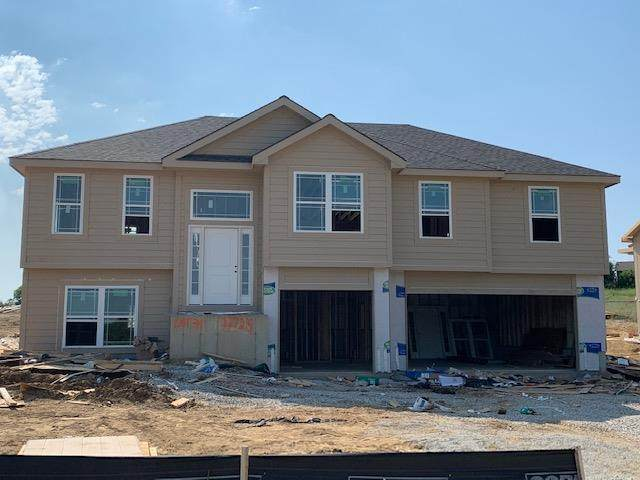 11725 N Laurel Avenue, Kansas City, MO 64158 (#2240225) :: Austin Home Team