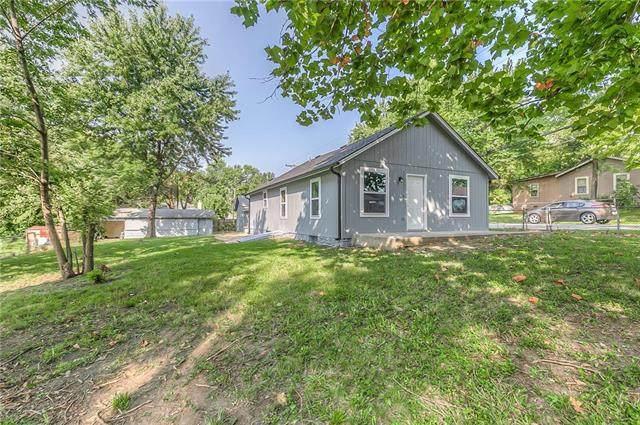 2320 N 45th Street, Kansas City, KS 66104 (#2240356) :: Austin Home Team