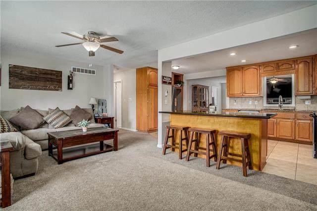 202 NW 65th Street, Gladstone, MO 64118 (#2240364) :: Ron Henderson & Associates