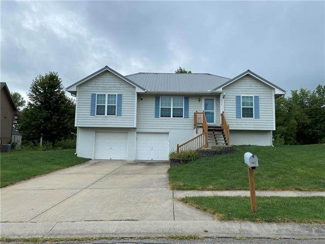 807 NE 194th Terrace, Smithville, MO 64089 (#2240667) :: Edie Waters Network